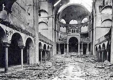 1938_Interior_of_Berlin_synagogue_after_Kristallnacht